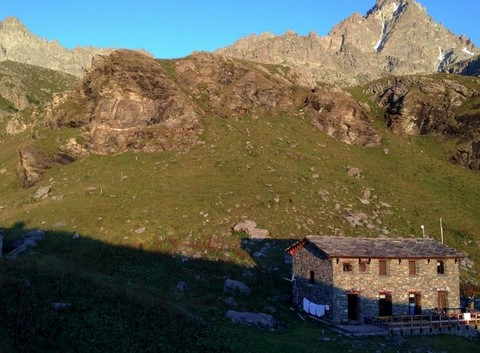 mountain hut walking tour italy
